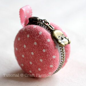 DIY Tutorial. Sew a Tiny Macaron Coin Purse. Oh I love this, it's so cute and tiny!