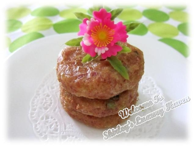 Pekerdel, Potato Corn Beef Patty:  These potato patties are crispy on the outside and soft inside, really delicious. I like adding Corn Beef to my recipe but the meat is optional. You must try these if you haven't and they're not difficult to make at home.    You could also mould