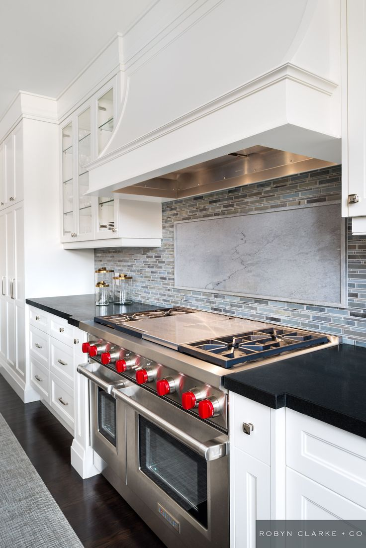 Robyn clarke co interior design cricket club residence for Classic kitchen cabinets toronto