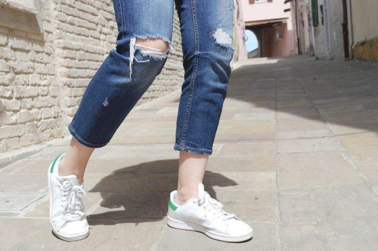#rippedjeans #jeans #veryfashionplanet