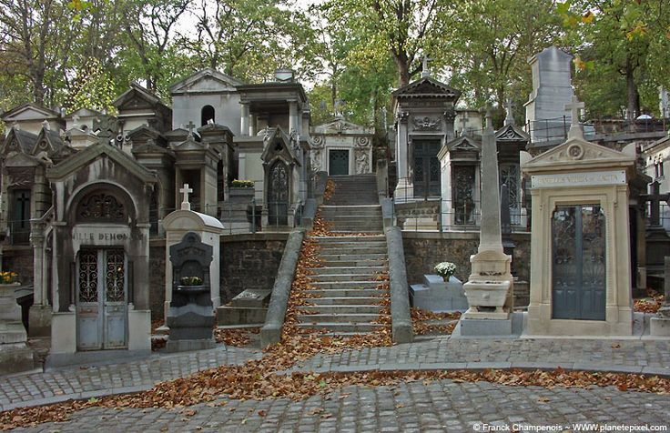 Pere lachaise... making a cemetery look cool since 1804