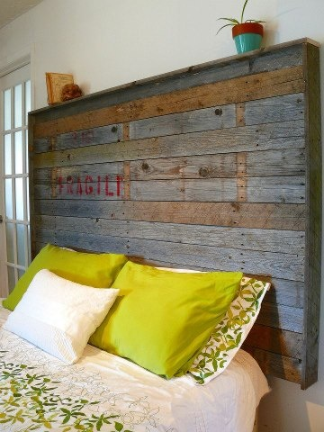 love the colors of this pallet headboard