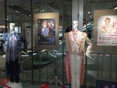 日比谷シャンテに時々宝塚や日生劇場での劇に関連した舞台衣装を飾るイベントをしていますよ 今回は宝塚退団予定の方のお衣装でした tags[東京都]