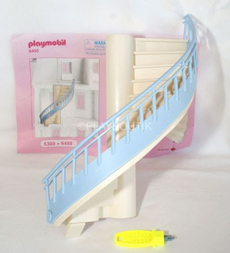 Escalier Playmobil pour maison 5303 à vendre ici : http://www.ebay.fr/itm/PLAYMOBIL-DOLLHOUSE-escalier-maison-traditionnelle-5303-/262510678043?hash=item3d1edb101b:g:gdQAAOSw-KFXepnT