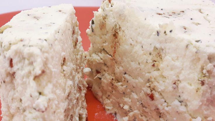 Przepis na ser cytrynowy jest wyjątkowo szybki i prosty w przygotowaniu. Wystarczy mleko i kilka cytryn. Wypróbuj nasz przepis na ser cytrynowy.