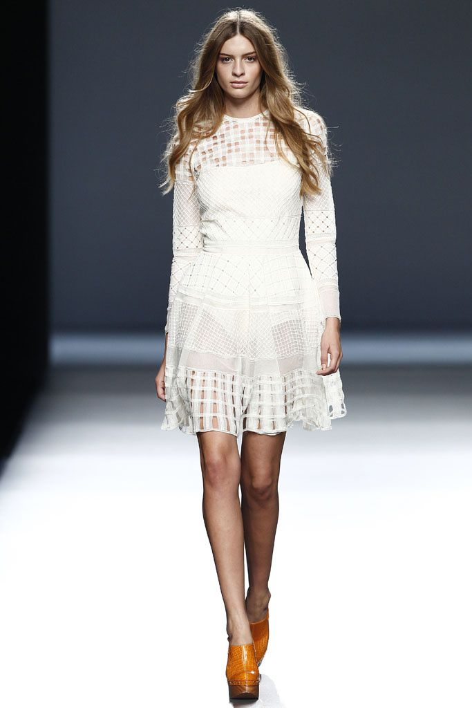 #TeresaHelbig #SS2015 #Catwalk #MBFWM #Madrid #trends #net #white