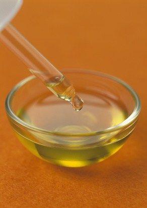huile essentielle et pipette