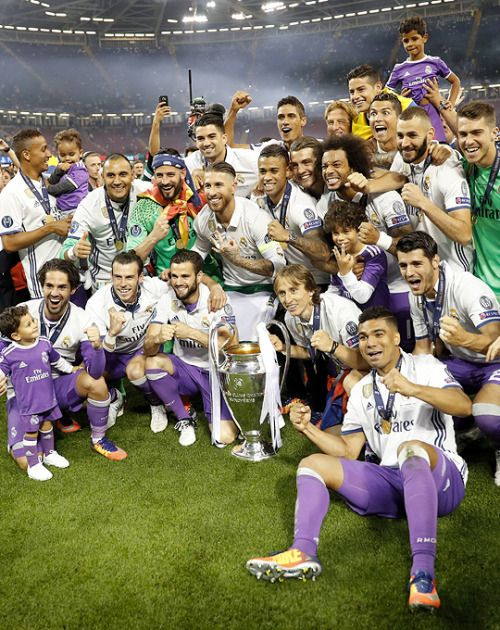 hasta el final Real Madrid celebrate winning the Champions league 4-1 against Juventus, winning the cup for the second time in a row.