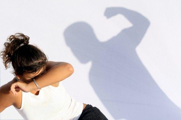 Η βία κατά γυναικών «μπαίνει» στη Βουλή