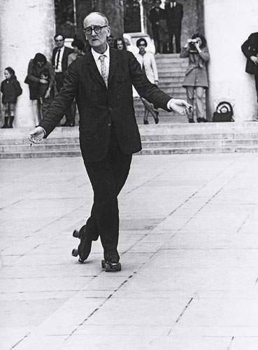 Robert Doisneau (1912 - 1994) - Patineur Solitarie, Trocadéro, Paris, 1969