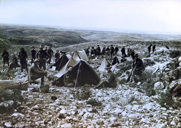 The camp site of the Australian 3rd Light Horse Brigade near Nalin, Palestine in January 1918. Le camping du Cheval Brigade australienne 3ème Lumière près de Nalin, Palestine en Janvier 1918.