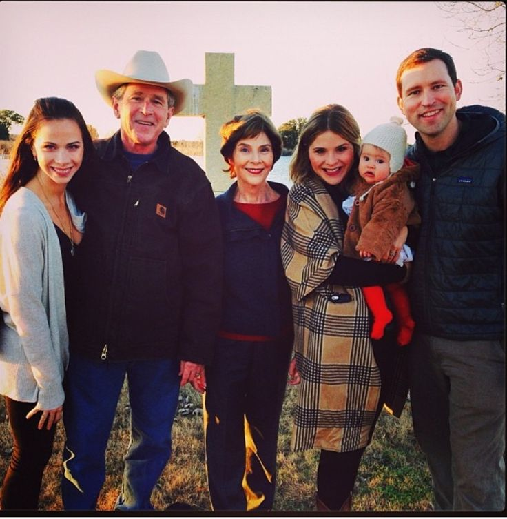 THE BUSH FAMILY AT PRAIRIE CHAPEL RANCH, CRAWFORD, TEXAS~ L-R daughter Barbara Bush, President Bush, Laura Bush, daughter Jenna Bush Hager and granddaughter Mila, Henry Hager, Jenna's husband.