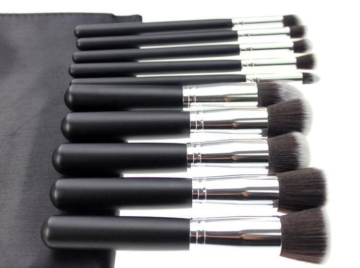 MKUP ESSENTIAL KIT MKUP Kabuki  Kit contient 10 pinceaux  dont cinq KABUKI pour le visage qui permettent une haute définition, l'application de maquillage impeccable. Les pinceaux de ce kit sont équipés de fibres exclusives MKUP, spécialement conçu pour appliquer la poudre, la crème et les produits liquides.