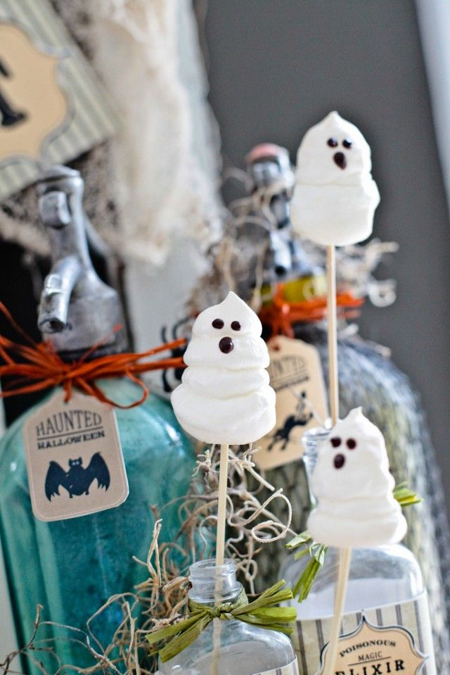 Recipe for making Boo meringues - cute ghosts with melted chocolate ...