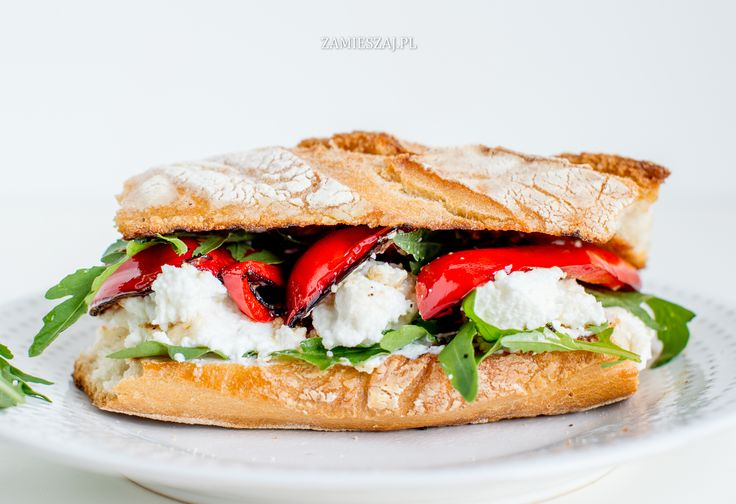 Grilled pepper and riccotta sandwich