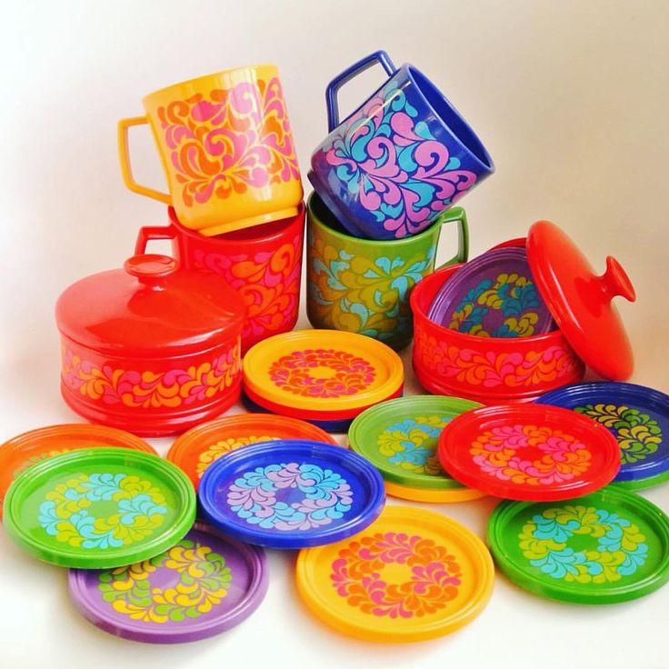 Some colortherapy, called Emsa, in these dark days. #colourtherapy #colors #vintage #retro #retrohem #70s #retroplast #emsa #emsagermany #coasters #plasticcups #emsaplastic #lumppula #Muovituotteita