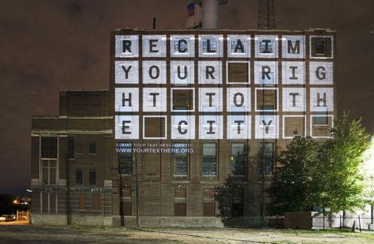 Μία ενδιαφέρουσα κίνηση που έδωσε την ευκαιρία στους πολίτες του Detroit, να εκφράσουν απόψεις και να τις μοιραστούν με τους υπόλοιπους. Με λίγη φαντασία λοιπόν ο τοίχος ενός κτιρίου έγινε χώρος έκφρασης για τους πολίτες μίας ολόκληρης πόλης!  Δείτε όλο το άρθρο από στο site του metamatic.gr:  http://theartfoundation.metamatic.gr/GR/BLOG_/texnes-politismos/812/sunomilontas_me_thn_polh/