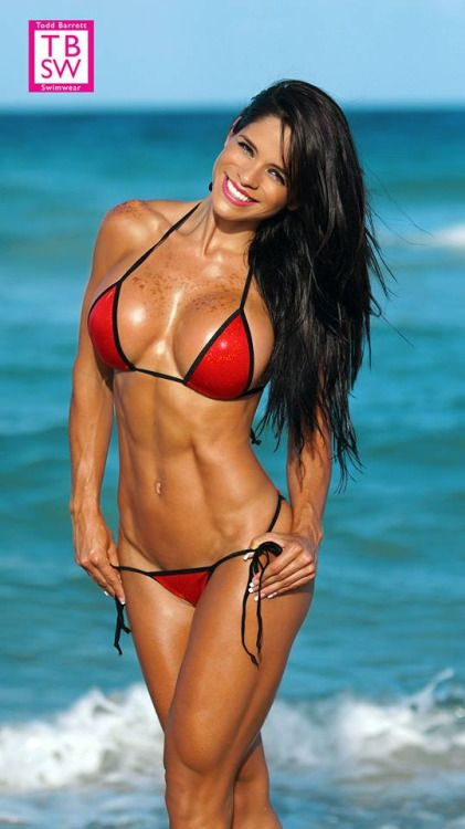 Fitness model Michelle Lewin Age: 27,Height: 5'4″ – 162 cm ,Weight: 120 lbs – 54 kg