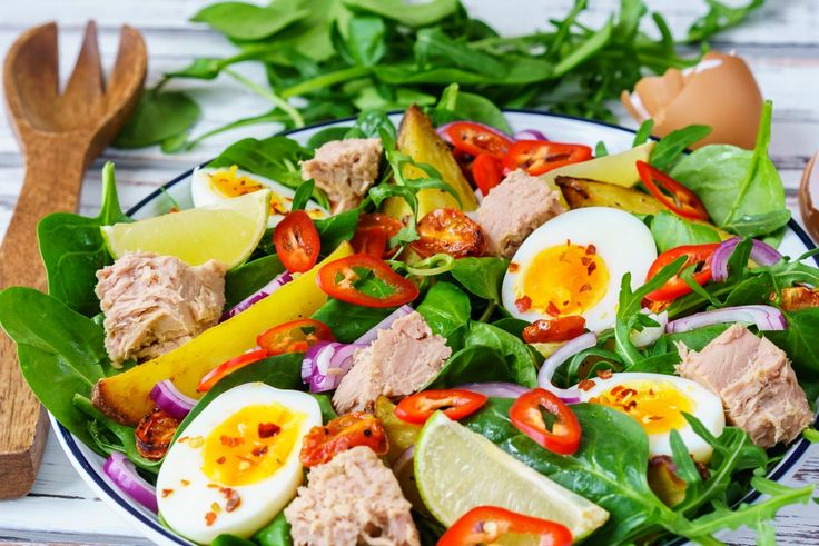 Bright and Beautiful Tuna Niçoise Salad for Clean Eating Anytime! - Nicoise salads just SCREAM Spring!  Don't you think? This makes for a balanced meal anytime of day! Ingredients: Makes 4 servings 4 small, new potatoes, unpeeled and cut into wedges 2 Tbsp avocado or olive oil plus 2 tsp more 4-6 free range eggs 1 Tbsp red wine, or apple cider vinegar 2 Tbsps...