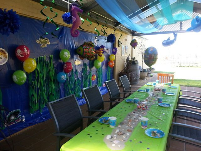 Seaweed garden backdrop at an Under the Sea Party #underthesea #partybackdrop