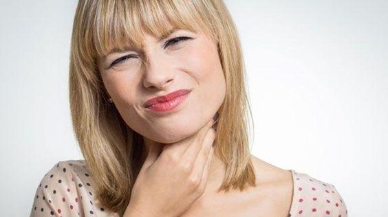 Según Laura, los tres síntomas de la fibromialgia que casi nunca se enumeran en línea son problemas de garganta, fosas nasales bloqueados, y ataques de pánico. ¿Ha notado alguno de estos síntomas d…