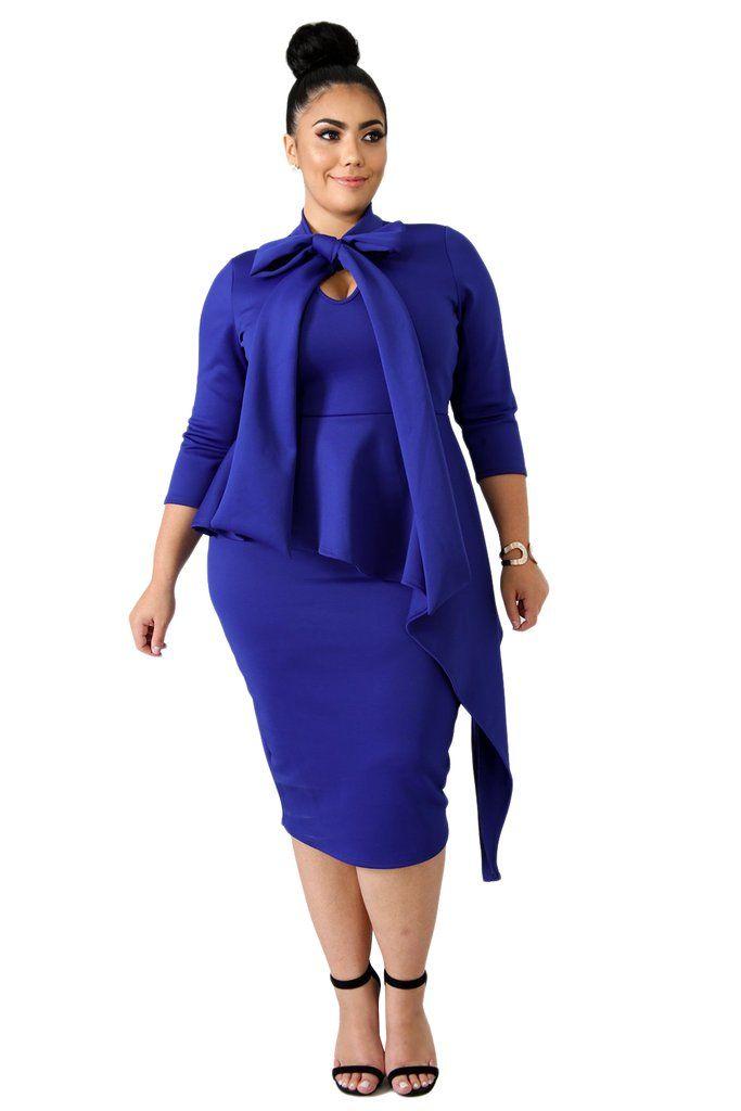 ed65a863a2f robe taille plus avec manches longues et queue longue • élégant décolleté  avec une fermeture