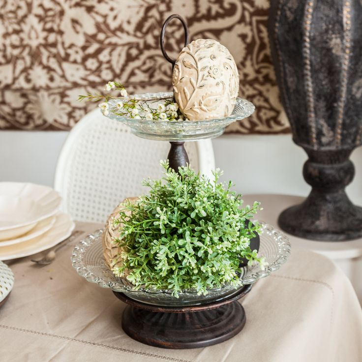 Decorate your cake trays with flowers! Enjoy the layers of nature!