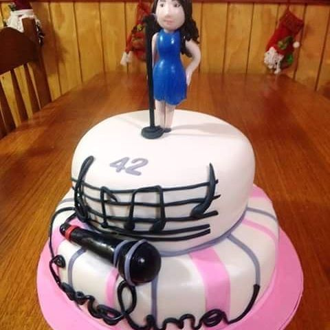 #Singer #fondant #cake by Volován Productos  #instacake #puq #chile #VolovanProductos #cakes #cakestagran  #sweetcake