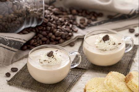 Bicchierini di pandoro e caffè