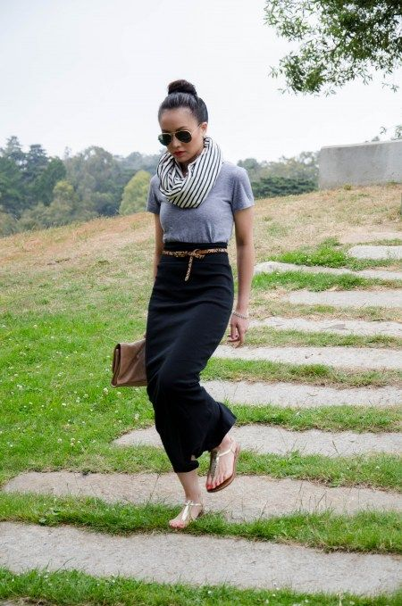 black maxi skirt + simple tee. really love the fact that the skirt is a skinny and high wasted maxi.