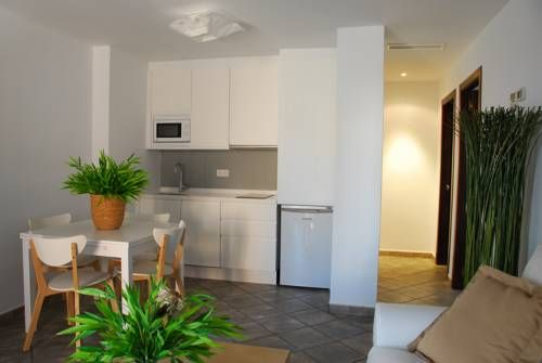 Casa Mill�n Puerto Moral Featuring air conditioning, Casa Mill?n is located in Puerto-Moral, 7 km from Aracena. El Castillo de las Guardas is 26 km from the property. Free WiFi is provided throughout the property.  The accommodation comes with a flat-screen TV.
