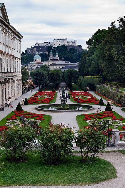 Salzburg, AUSTRIA - En lo alto de la colina, la Fortaleza..