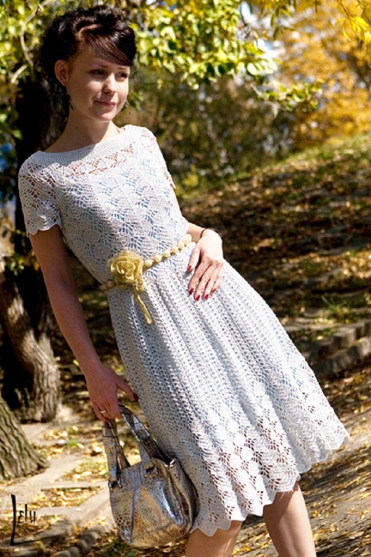 Modelo de vestido de crochêromântico.