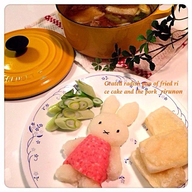 さっちゃんのミッフィーの大根おろしアートがかわいくてまねっこしちゃいました(o´〰`o)❤*✲゚*。  ミルフィーユ鍋じゃないから食べる直前に鍋に投入します(^◇^;)  お鍋は揚げたお餅と豚肉入れたおろし鍋 ヘルシーで美味しいO(≧▽≦)O   さっちゃん! 食べ友お願いします+。:.゚ヽ(*´∀)ノ゚.:。+゚ァリガトゥ - 234件のもぐもぐ - 揚げ餅と豚肉のおろし鍋大根おろしミッフィー by rirunon
