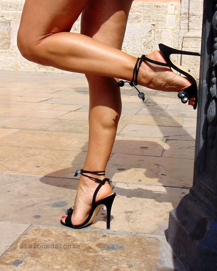 ho says it is difficult to walk with 12 centimeters heels ?. It isn't , you …