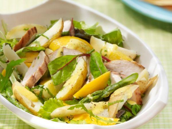 Lauwe aardappelsalade met kip, asperges en mango - Libelle Lekker!