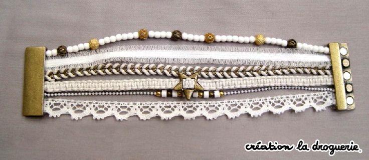 Oh un beau bracelet blanc !! Ze Trio craque !! Vous le trouverez dans les boutiques La Droguerie. Des questions ? Nous vous donnons rdv sur notre blog ci-dessous : http://tricots-de-la-droguerie.fr #bijoux #ladroguerie #bracelet