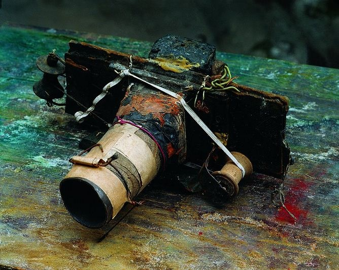 Фотокамера гениального Мирослава Тихого. 1990-е годы.   Фото: Courtesy Foundation Tichy Ocean      Мирослав Тихий. 1990-е годы. Его камера.  Фото: Courtesy Foundation Tichy Ocean
