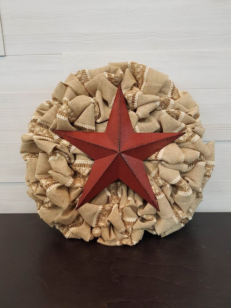 Patterned Burlap Wreath with Star . . #goldenforrest #goldenforrestcreations #burlap #burlapwreath #handmade #wreathideas #frontdoordecor #star #starwreath #countrydecor #rustic