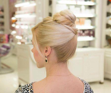 Chignon en forma de rosa, Nastya Moscow