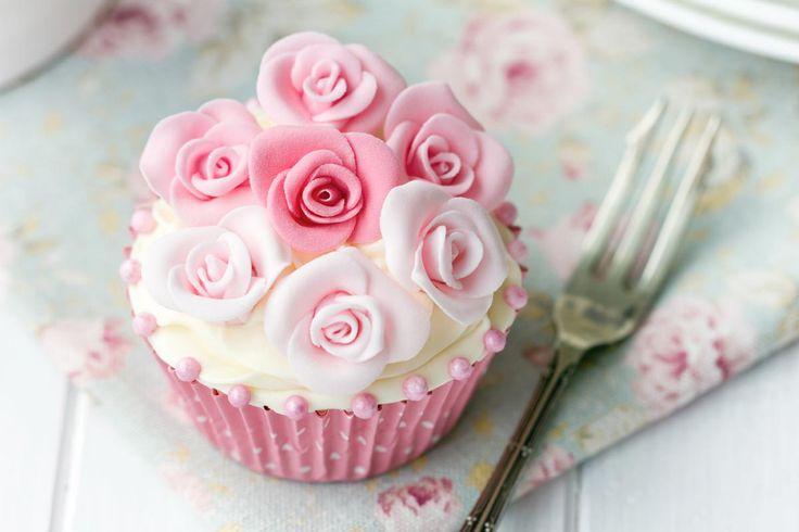 Cupcake-Torte zur Hochzeit: 36 Ideen und Beispiele Foto: Ruth Black / Shutterstock