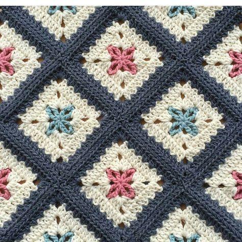 "3,713 Likes, 52 Comments - Örgü-Crochet-Baby Blanket (@sevilce_orguler) on Instagram: "". . . . . . #sunum#sahibi#creditby#patternby@alegria73👏👏💐#crochetblanket…"""