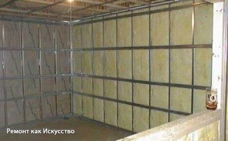 Шумоизоляция квартиры своими руками: изолируем потолок и стену    Сначала, давайте определяться какое именно у вас помещение и что в нем мы будем изолировать? Бывает так, что вам мешают расслабиться, например, соседушки с нижних этажей, то тут можно будет произвести шумоизоляционные работы с полом. А если мы собираемся установить в нашей гостиной мини кинотеатр и отлично проводить время с друзьями, смотря футбол на целую громкость, то тут полом тут не ограничиться. Поэтому будем разбираться…