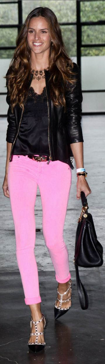 This is such a chic look. I could so see Abby or Emma pulling off this look. Love the pink jeans and heels with a daring leather jacket to add the edge!