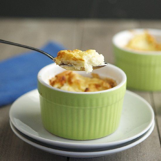Cheesy Cauliflower Soufflé (Low Carb & Gluten-Free) - Super easy prep and just 160 calories per serving. YUM!