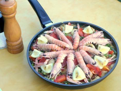 Spanische Paella Mista mit Meeresfrüchten und Hühnerbrust #Rezept #Spanien