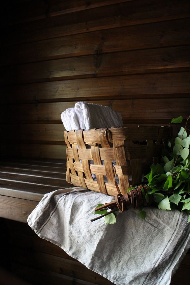 Domargård - Villa Olivia: Kuluneen mökkisaunan muutos pelkällä pintakäsittelyllä
