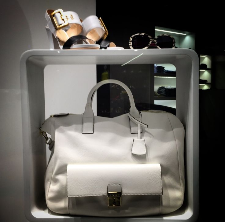 Total white - shoes bags fashion outfit - www.vestireshop.it