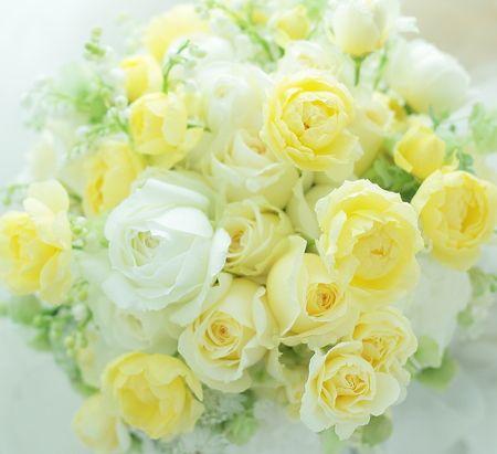 クラッチブーケ アンダーズ東京様へ レモンイエローのバラ、幸せな気持ち