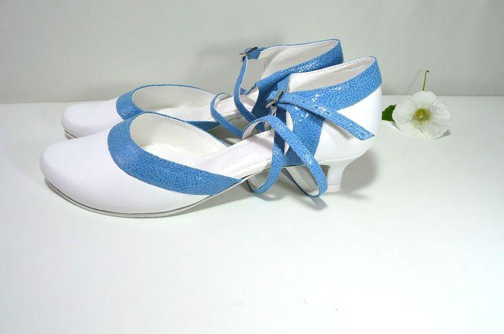 svatební obuv, společenksá obuv, spoločenské topánky, topánky pre družičky, svadobné topánky, svadobná obuv, obuv na mieru, topánky podľa vlastného návrhu, pohodlné svatební boty, svatební lodičky, svatební boty se zdobením,topánky pre nevestu, biela a svetlo modrá, pravá koža, real leather,
